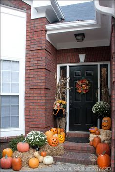 Decorating a small fall front porch #autumn #fall #entry #halloween #pumpkin