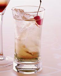 This spicy-sweet highball, developed as an alternative to the ubiquitous apple martini, is made with citrus vodka, apple liqueur and a healthy splash of ginger beer.
