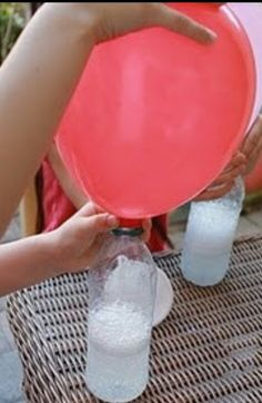 No helium needed ! make balloons float by just using vinegar and baking soda