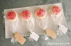 We just love these sweet little treats from DIY Inspired  #givebakery
