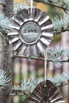 DIY Mini Tart Pan Ornaments - love these!