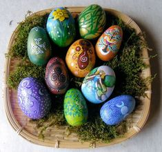 Hand painted eggs, I might try this for Easter :3