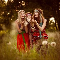 summer flowers, group shots, festival style, sister poses, music festivals, group photos, photo shoots, friend photography, hippie fashion
