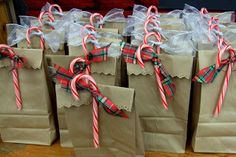 Christmas wrapping idea. Maybe for the small little goodies for kid's friends or teachers