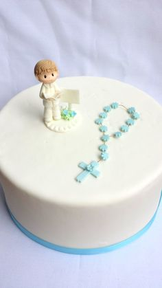 rosary bead made of flowers for girl's cake