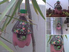Casa de pájaros, con botellas reciclada