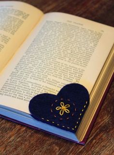 Felt Heart - corner bookmarks. Easy sewing.