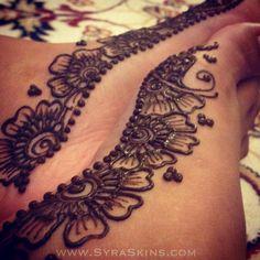 Joliement fleuris Syra skin henna inspir, kirei henna, henna design, feet henna