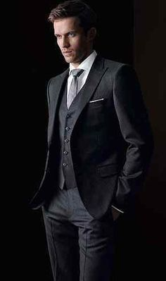 Classic Suit....yes! #vogueattiremensedition