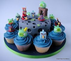 Angry Birds Space cake and cupcakes   Flickr - Photo Sharing!