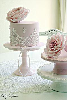 Piped lace with pink peony