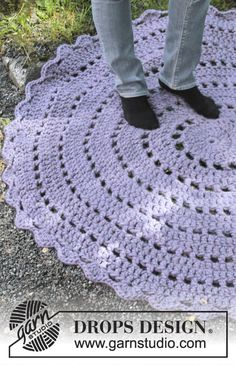 Crochet h circle rug with pattern ~ DROPS Design