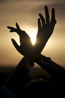 """""""Mas para nós, que nos esforçamos tanto e sangramos todo dia sem desistir, envia teu Sol mais luminoso!..."""" (caio f. abreu)"""