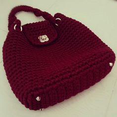 Wine-colored bag - *Inspiration* love the feet and clasp