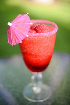 How to Make a Yummy Cranberry Raspberry Margarita / McCune Photography / Watermark Stationery / via StyleUnveiled.com