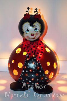 Tays Rocha: Abajur joaninha de cabaça  #gourds #countrypaint #recycling #crafts #cabacas #purungos #pinturacountry #homedecor #kidsroom #ladybug #taysrocha #ateliermundocountry