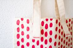 Poppytalk: Mini DIY Idea: Red Spots Tote. What a cute project created by Serena Oliveri and posted on Poppytalk. Looks relatively simple but the cute factor is high - possible to complete in an hour? Maybe with a couple of sewing machines on hand? Lovely!