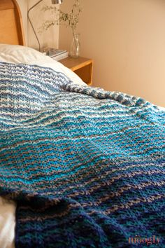 Vintage Wobble Afghan - free crochet pattern on moogly! easy stich but textured look!