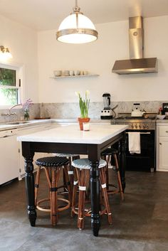 Love this island!  Would work really well in our new kitchen.