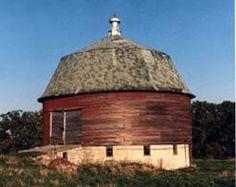 wonder barn, round barn