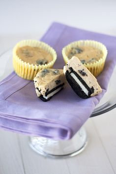 Oreo and Peanut Butter Cheesecake Cupcakes. AMAZING!