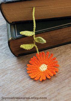Handmade Crochet Flower Bookmark...  Marcador en forma de flor...