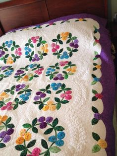 Gorgeous Yo-You Wreath quilt by Annie Gianaris.
