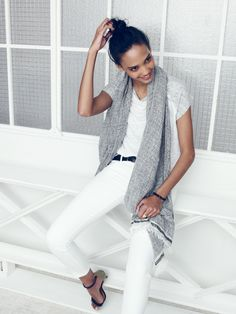 Madewell skinny skinny crop jeans worn with linen muscle tee and beachweave scarf.