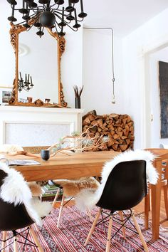 the new bohemians :  eames chairs, rug, wood table