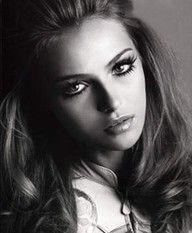 Love the doll eyes for a very feminine look.