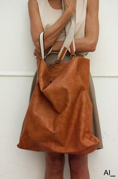 Perfect bag.  http://www.aiunderscore.it/11.woman.html