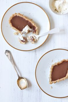chocolate and nutmeg tart with hazelnut crust