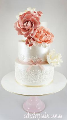 Wedding Cake Inspiration. To see more: http://www.modwedding.com/2014/06/13/gorgeous-wedding-cake-inspiration/ #wedding #weddings #cake Featured Wedding Cake: Cakes 2 Cupcakes