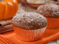 Pumpkin Pie Muffins - Get into the spirit of autumn with one of our favorite fall breakfast recipes... Pumpkin Pie Muffins! Make a batch over the weekend to pair with your morning coffee throughout the week.