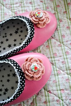 pink polka dot 6 Easy DIY Shoe Makeover Projects