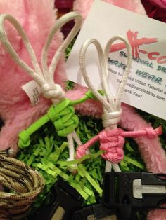 Paracord Easter bunnies sooooo cute. Have fun with paracord and finding your basket Love The Easter Bunny
