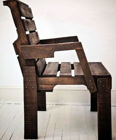 Affordable DIY Pallet Furniture: 3 DIY Projects