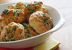 Easy Garlic Cheddar Biscuits | Skinnytaste - 1.6.14: Twin A made these to go with Skinnytaste's skinny chicken pot pie soup. Yummy. And a twelve year-old can make them. 'Nuf said.