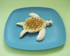Delight your kids this summer with this simple cute breakfast idea: allyou need is a waffle a banana and some chocolate chips!