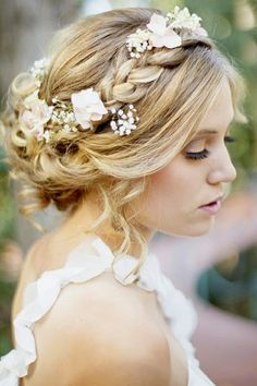 elegant wedding hairstyle for summer wedding