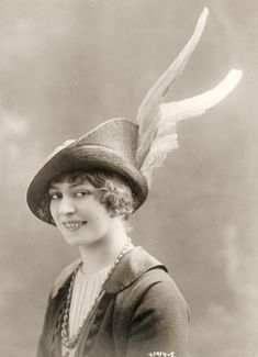 Spring hat by Germaine, Paris - Underwood and Underwood Photographic Collection (University of Kentucky)