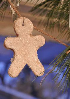 DIY Glitter Gingerbread Men Garland ~ pumpkin pie scented salt dough ornaments tutorial