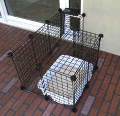 Keep the litter box outside to cut down on odors and keep kitty litter from getting scattered in your house