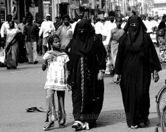 Women of Islam, India 2007 by Jonathan Schoonhoven, via Flickr