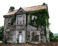 Abandoned house at Rt 11/W Main St., Salem, Virginia