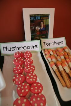 Cute minecraft snacks: mushrooms made from marshmallows dipped in melted candy and torches made out of pretzel sticks and melted candy minecraft birthday, mincraft birthday party, birthday parti, minecraft snacks, minecraft party food, minecraft parti, parti food, marshmallow mushroom, parti idea