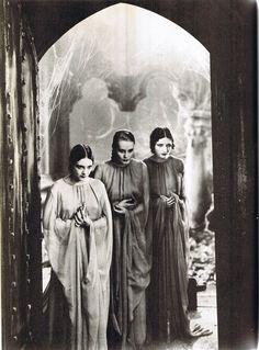 film, geraldin dvorak, dorothi tree, vampir, dracula bride, dracula movi, classic horror, brides, cornelia