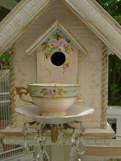 Tea cup birdhouse