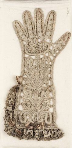 Woman's bobbin lace glove. Italian, about 1650–1700.