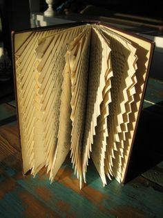 sculptures, fold zigzag, book art, alter bookspap, book sculpture, papercardboard craft, zigzag book